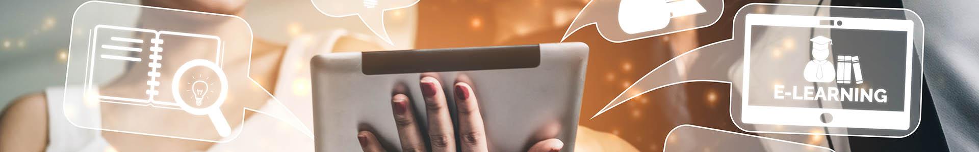 Mano con tablet, en la que el salen globos de diálogos con conceptos de la educación online